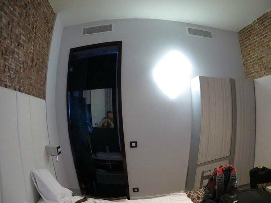 Petit Palace Lealtad Plaza:                   Room 414