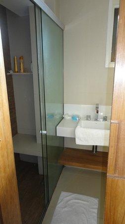 Hotel Ville La Plage:                   Habitación 213 - remodelada a nuevo - baño y ducha con blindex