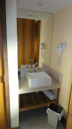 Hotel Ville La Plage:                   Habitación 213 - remodelada a nuevo - ante baño con agua caliente para afeitar