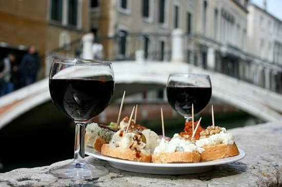 Santa Margherita Guesthouse: happy hour