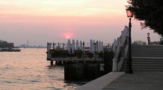 Santa Margherita Guesthouse: passeggiata alle zattere al tramonto