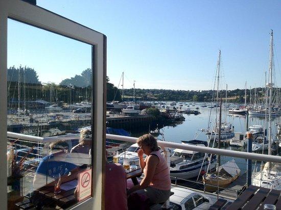 Marine Bar & Restaurant: STUNNING SCENIC VIEWS - all year round