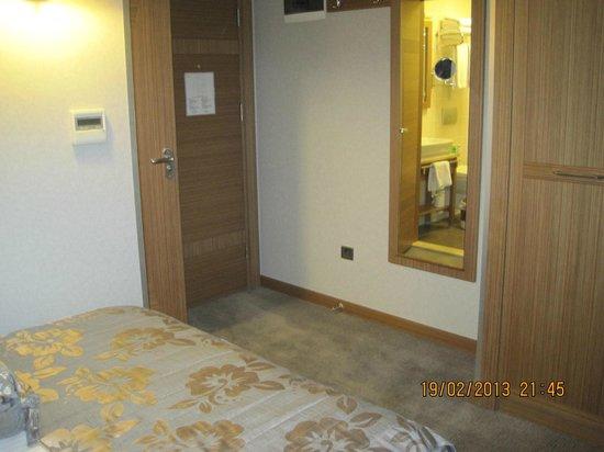 Hotel Momento:                   same room...