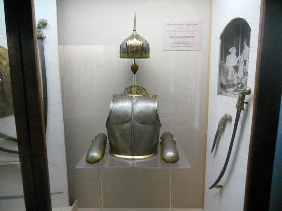 Chhatrapati Shivaji Maharaj Vastu Sangrahalaya :                   Bombay museum: Emperor Akbar's armor