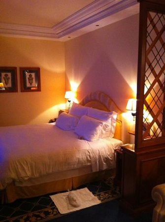 Rome Cavalieri, Waldorf Astoria Hotels & Resorts:                   bed
