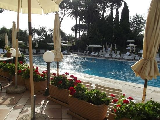 Rome Cavalieri, Waldorf Astoria Hotels & Resorts:                   pool from breakfast