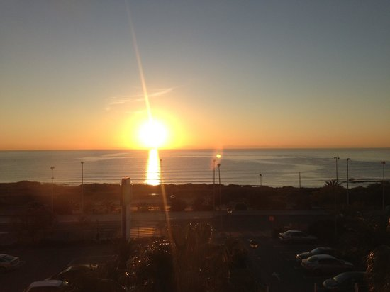 B&B Hotel Alicante: Amanecer desde la habitación