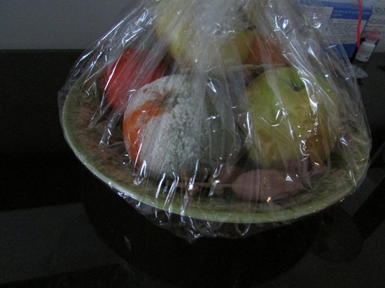 El Mouradi Club Kantaoui:                                     Welcome bowl of Fruit orange has green mold