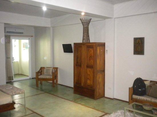 Hotel Plaza Yara:                   Vista entrada