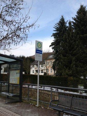 Becker's :                   Die Bushaltestelle direkt neben dem Hotel