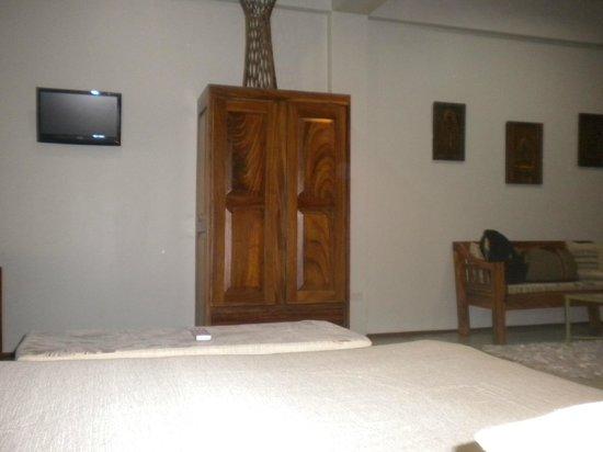 Hotel Plaza Yara:                   Vista acostado