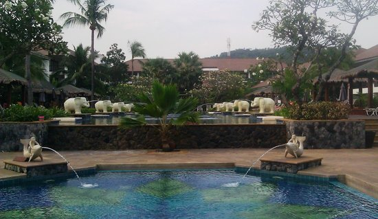 Bandara Resort & Spa:                                     Main Pool Area