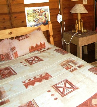 Isinkwe Backpackers Bushcamp: Double Room with shared communal bathrooms