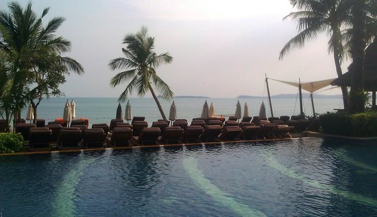 Bandara Resort & Spa:                                     Beach Pool Area