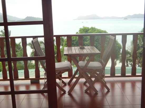 Hotel L'Archipel:                   Терраса и вид из номеры на острова Курьез и Сен-Пьер