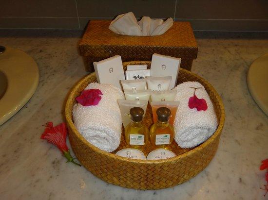 Hotel L'Archipel:                   В ванной комнате полный набор необходимых принадлежностей