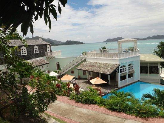 Hotel L'Archipel:                   Бассейн, солярий, бар у бассейна и административное здание