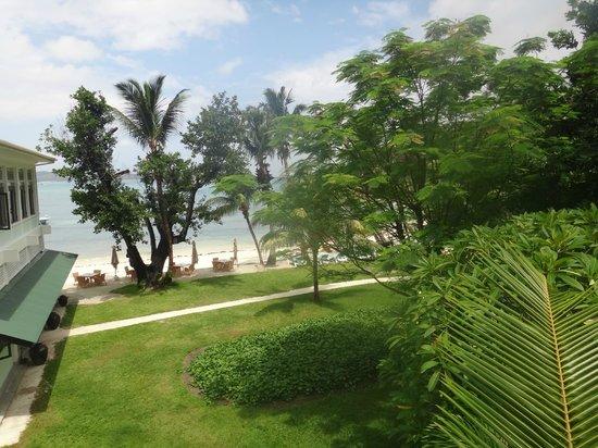 Hotel L'Archipel:                   Тропический сад, зона завтрака, пляж