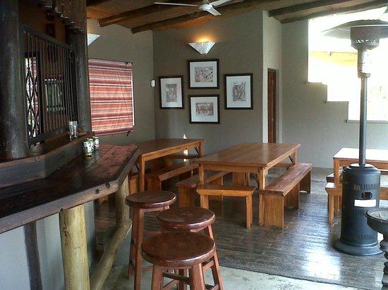 Isinkwe Backpackers Bushcamp: Dining & Bar