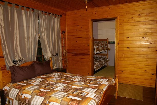 Isinkwe Backpackers Bushcamp : Bushbaby Self-catering Tree Cabin - Bed Room