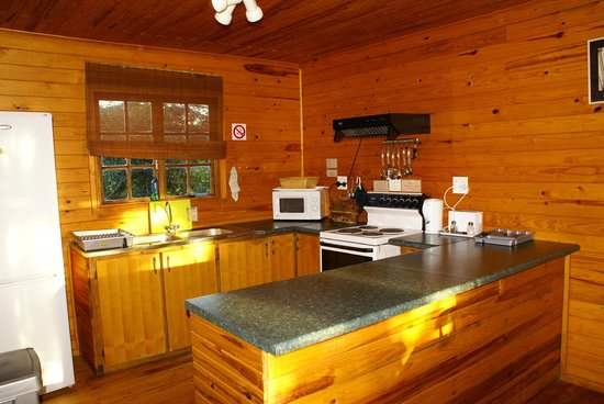 Isinkwe Backpackers Bushcamp : Bushbaby Tree Cabin - Self-catering Kitchen