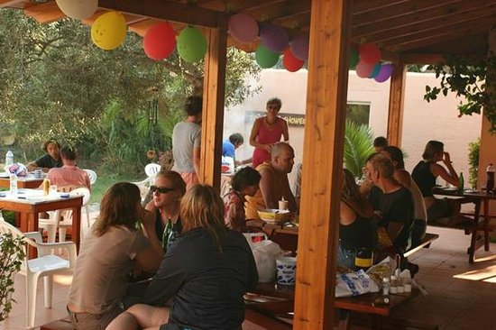 Youth Hostel Plakias: Party auf der Terrasse