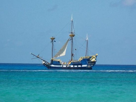 Harbour View Apartments and Studios :                   View of Pirate Ship from Harbour View beach