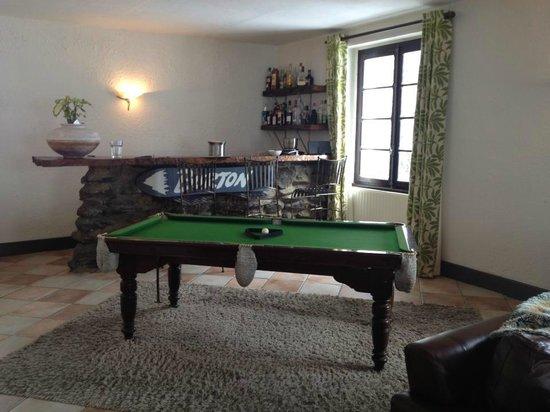 Vert et Blanc:                   Living Room Area