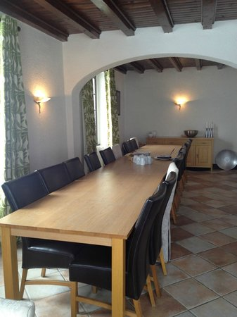 Vert et Blanc:                   Dining Room