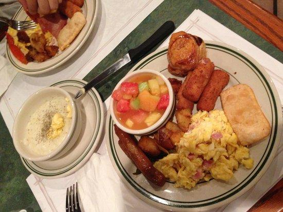 La Carreta Restaurant:                   Great brunch
