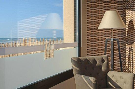 Hotel de la Baie de Wissant : Salon avec vue mer