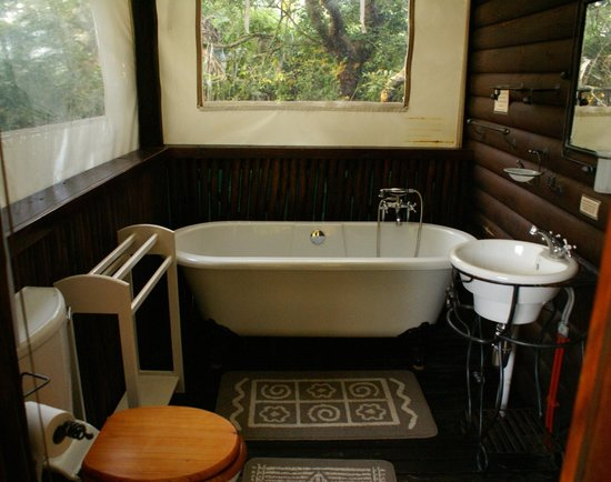 Isinkwe Backpackers Bushcamp: Bushbaby Self-catering Tree Cabin - Bathroom