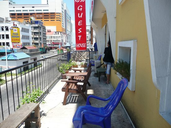 Rose Guesthouse: Relax here at the Balcony