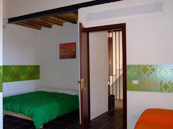 Lerux Affittacamere: camera con bagno privato, clima, tv-led, balcone vista mare