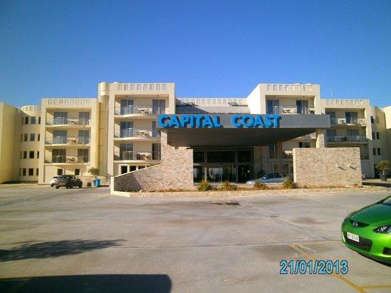Capital Coast Resort & Spa:                   Hotelansicht von vorne