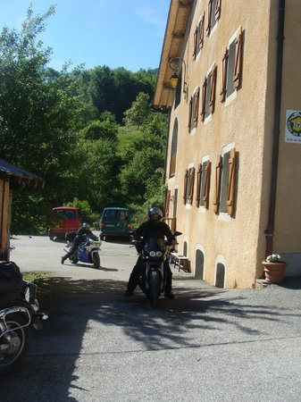 Gite De Montvilliers: Parking et Garage pour les motos