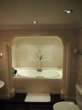 Chateau La Chaire:                                     Spa Bath