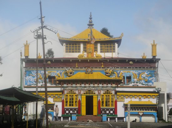 Darjeeling - Khush Alaya, A Sterling Holidays Resort: The Monastery near the Hotel.....a walk down