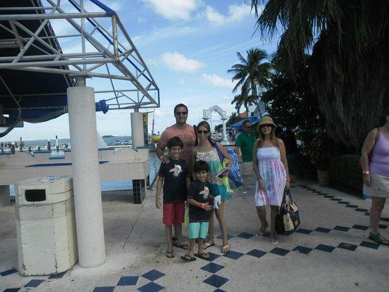 Hard Rock Hotel Cancun:                   Recreacion en barco