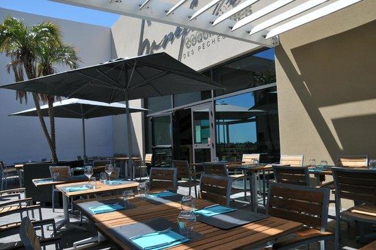 7 ème Vague Boniface : la terrasse du restaurant