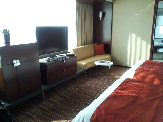 Renaissance Shanghai Zhongshan Park Hotel:                   SmartTV