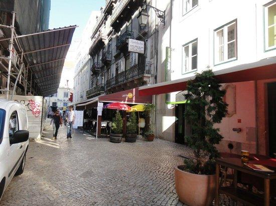 Sol Dourado :                   The street is full of restaurants.