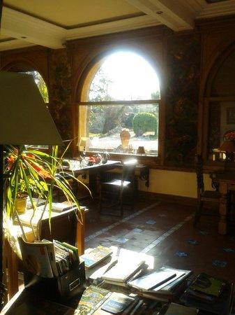 Villa Lafabregue:                   Comedor, con vistas al Canigó