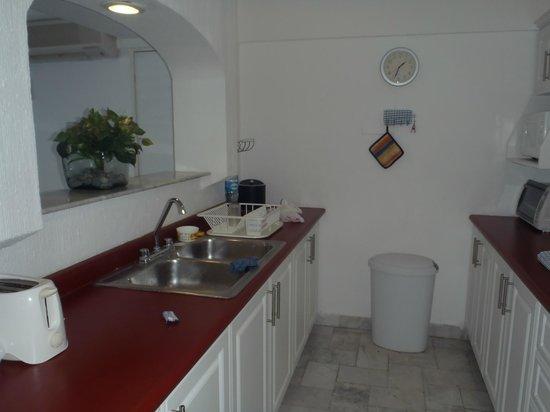 Coral Princess Golf & Dive Resort:                   kitchen