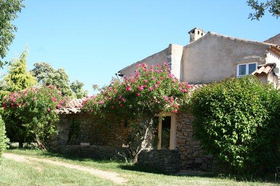 Domaine de la Blaque : Chambre d'hôtes Dolmen