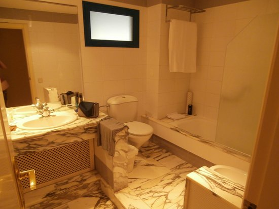 Suite Princess:                   bathroom