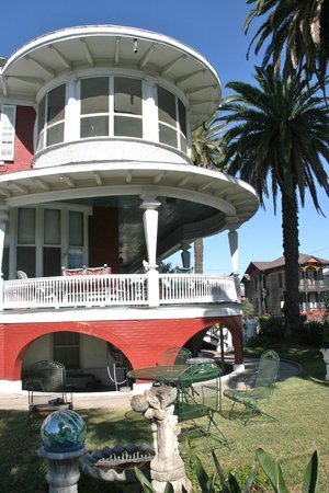 The Victorian Bed & Breakfast Inn: Our Veranda