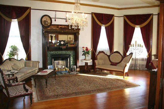 The Victorian Bed & Breakfast Inn: The Parlour