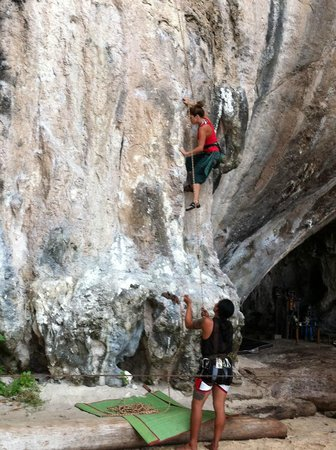Railay Rock Climbing Shop - Day Adventures:                   escalando en railay