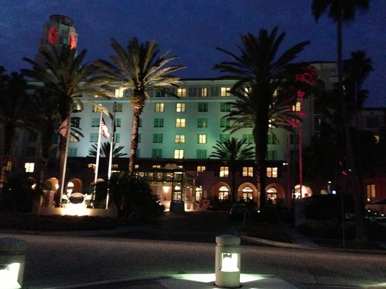 The Vinoy Renaissance St. Petersburg Resort & Golf Club:                   Lovely at night